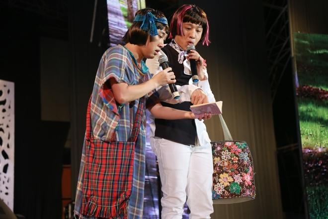 Hồ Ngọc Hà cởi giày để hát cùng Đan Trường