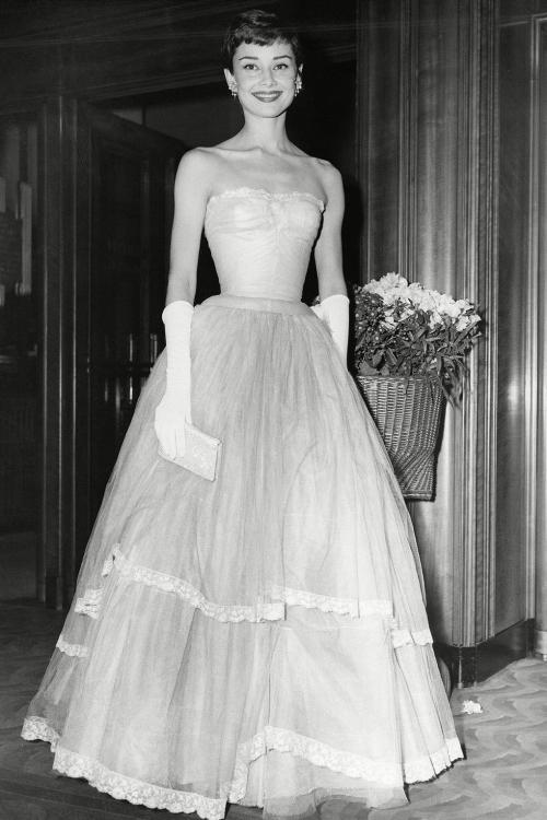 12 mỹ nhân diện váy đẹp nhất lịch sử BAFTAs