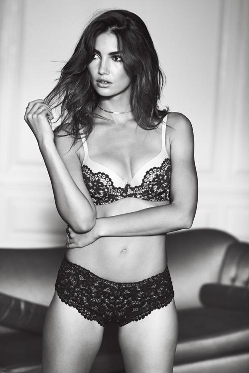 Dàn 'thiên thần' Victoria's Secret để ngực trần quảng bá nội y