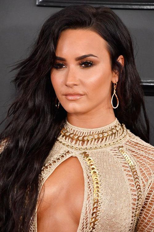 Trào lưu mắt khói ngập tràn thảm đỏ Grammy 2017