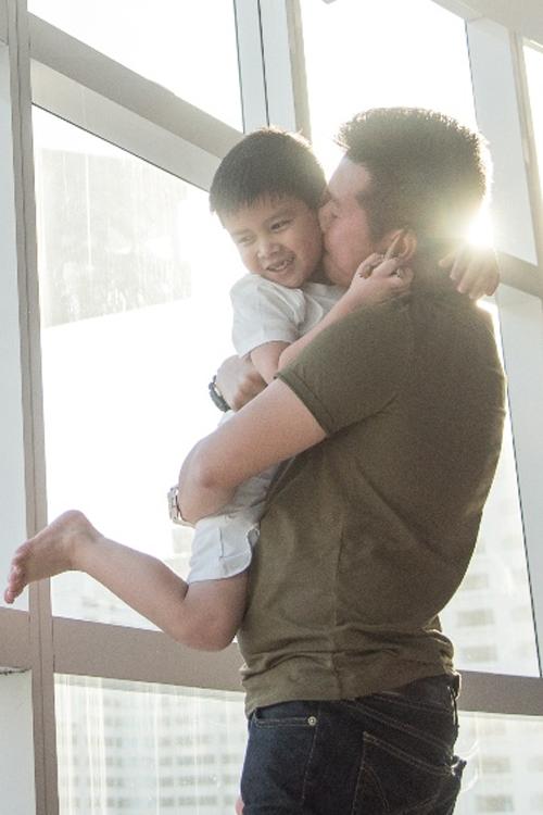 Quỳnh Chi hội ngộ con trai và chồng cũ tại Mỹ