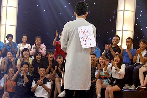 Khán giả cười rộ khi Trấn Thành bị trêu trên sân khấu.