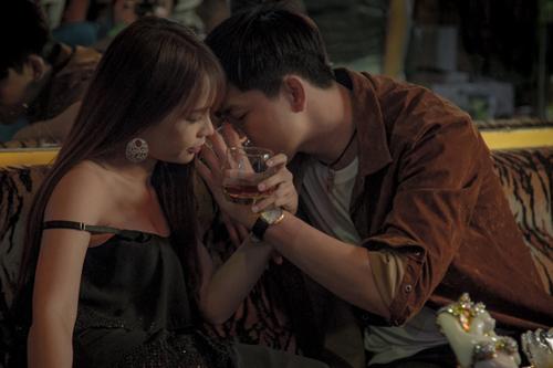 Chồng Trương Quỳnh Anh đóng cảnh nóng cùng hot girl - ảnh 3