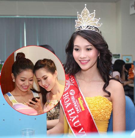 Thu Thảo cười tươi khi nhớ về cô bạn cùng phòng Nguyễn Thu Thảo (góc trái).