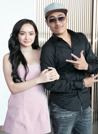 Đoàn làm phim hài - tình cảm Em chưa 18 có buổi giao lưu tại TP HCM chiều 7/3. Diễn viên Kiều Minh Tuấn (phải)