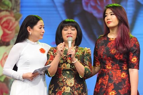 Cẩm Vân (giữa) kể lại ký ức kinh hoàng về tai nạn của con gái Si (phải) bên MC Quỳnh Hương.