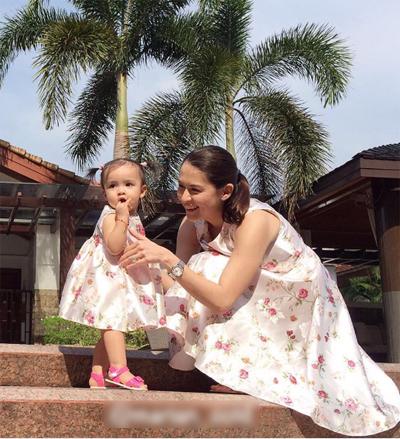 'Mỹ nhân đẹp nhất Philippines' thích mặc đồ đôi cùng con gái