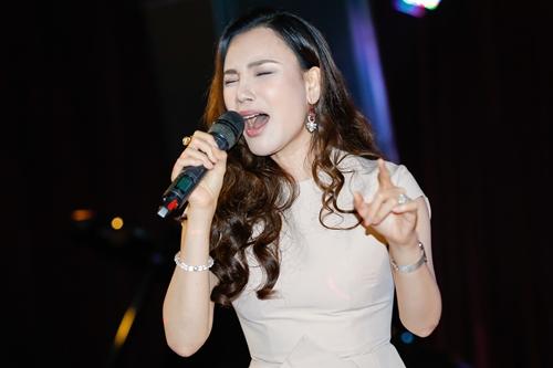 Ca sĩ khoe chất giọng cao