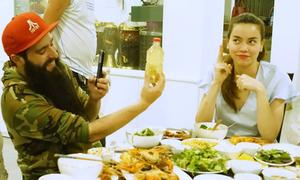 Hà Hồ mời đạo diễn 'Kong: Skull Island' tới nhà ăn tối