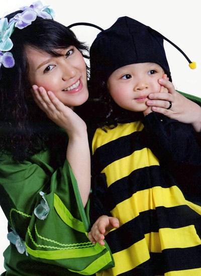 nhung-mc-di-vao-long-khan-gia-2213-4804-