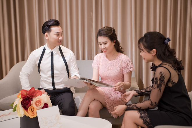Thành Trung đưa vợ đi thử váy cưới