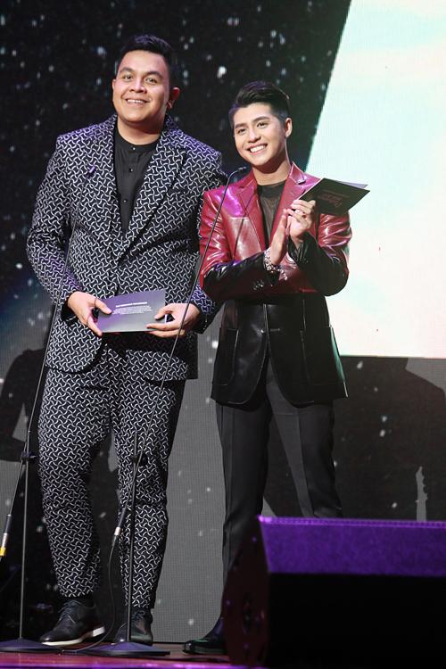 Noo Phước Thịnh hát dân ca trên sân khấu Malaysia