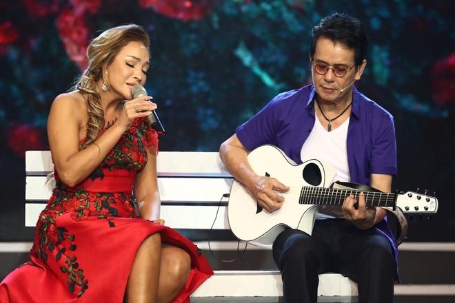 Nhạc sĩ Đức Huy dẫn vợ kém 44 tuổi đi nghe nhạc
