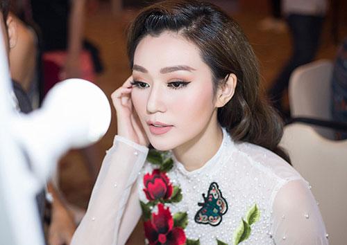 Hoa khôi Nam Em trang điểm đẹp nhất tuần