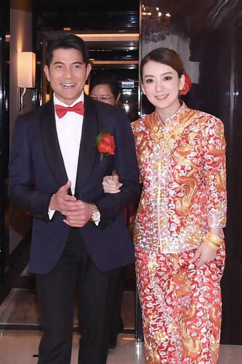 Vợ trẻ của Quách Phú Thành khóc trong ngày cưới