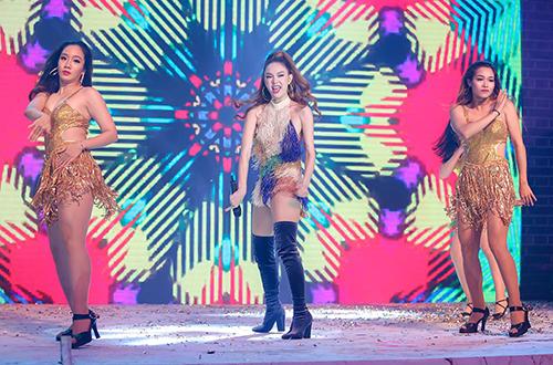 Minh Hằng diện váy khoét lưng ở sự kiện - ảnh 3