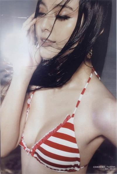 Phạm Băng Băng gợi cảm với bikini kẻ sọc.