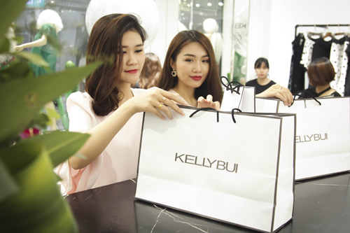 kelly-bui-ra-mat-boutique-thoi-trang-cao-cap-8