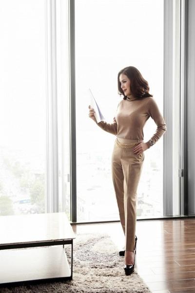 Không chỉ là nữ doanh nhân thành đạt, Phương Lê còn sở hữu gu thời trang sang trọng, đẳng cấp. Người đẹp cũng là một tín đồ của Weill Paris.