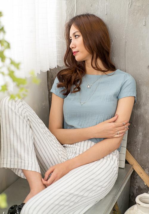 Bản sao Hồ Ngọc Hà chuộng <a href='http://www.vietgiaitri.com/tag/vay-ao-vintage/' title='váy áo vintage' target='_blank'>váy áo vintage</a>