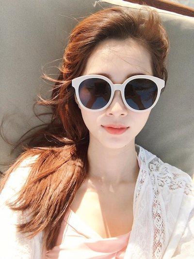 Hoa hậu Việt Nam 2012 khoe ảnh chụp selfie khiến các fan thích thú và khen ngợi vẻ đẹp của thần tiên tỷ tỷ.