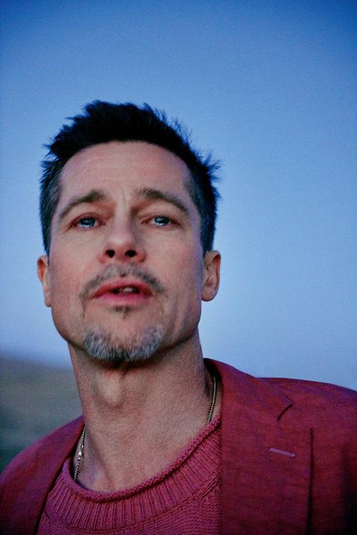 Brad Pitt mắt ngấn lệ trong bộ ảnh đầu tiên sau đổ vỡ hôn nhân