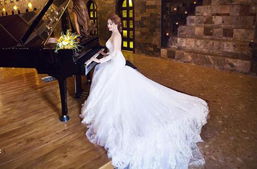 ô tiết lộ, những chiếc váy cưới mà cô mặc trong dịp kết hôn sẽ được bán đấu giá để quyên tiền từ thiện, giúp đỡ người nghèo.