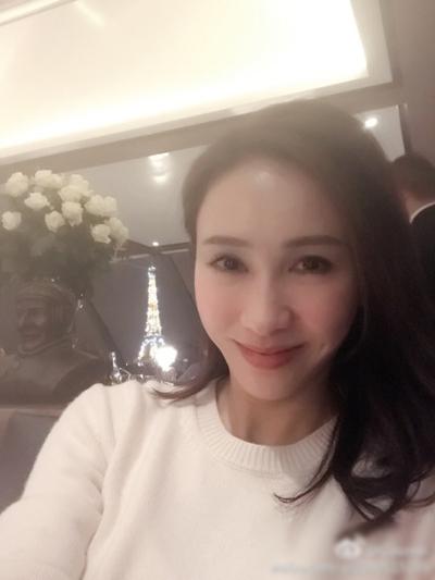 le-tu-khoe-khoanh-khac-doi-thuong-ben-con-gai-5