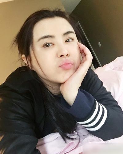 ngoc-nu-hong-kong-vuong-to-hien-khoe-nhan-sac-tuoi-50-3