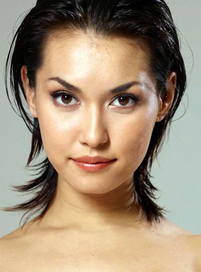Maria Ozawa đóng phim nóng đầu tiên năm 2005. So với các diễn viên khác, Maria gây ấn tượng bởi vẻ đẹp lai khỏe khoắn. Thời hoàng kim của Maria Ozawa kéo dài khoảng hai năm, sau đó là quãng thời gian cô bị đào thải, vì ngành phim người lớn Nhật Bản cạnh tranh khốc liệt. Mặt khác, do làm việc, nghỉ ngơi không điều độ, bị lạm dụng sức lao động, Maria không còn giữ được vẻ thanh xuân. Gương mặt cô nổi mụn, da sần sù.