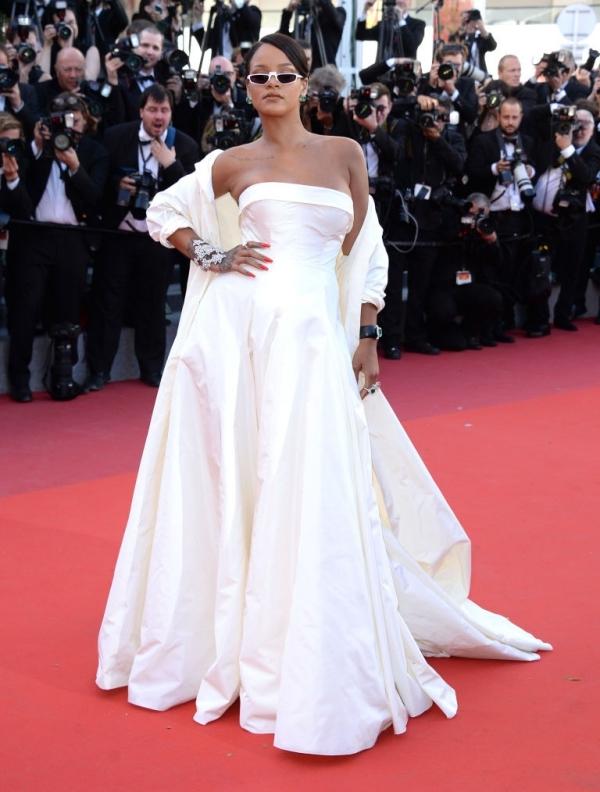 Người đẹp Trung Quốc diện váy đầu mèo trên thảm đỏ Cannes