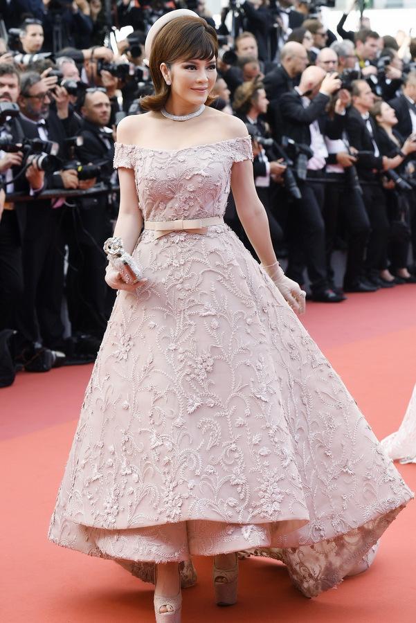 TR26174 1495589898 680x0 Lý Nhã Kỳ diện váy kiểu quý tộc ở ngày cuối đi thảm đỏ Cannes