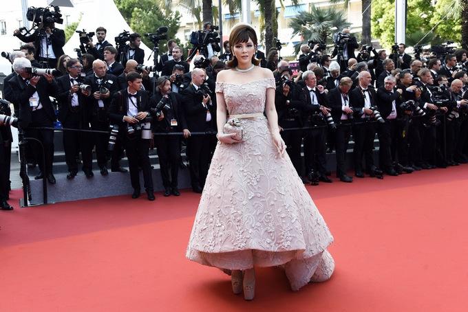 TRA9164 1495589899 680x0 Lý Nhã Kỳ diện váy kiểu quý tộc ở ngày cuối đi thảm đỏ Cannes