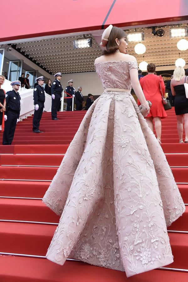 TRA9196 1495589899 680x0 Lý Nhã Kỳ diện váy kiểu quý tộc ở ngày cuối đi thảm đỏ Cannes