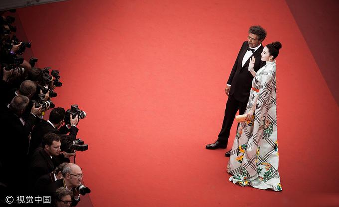 Phạm Băng Băng diện váy 'ô cửa cổ đại' lên thảm đỏ Cannes