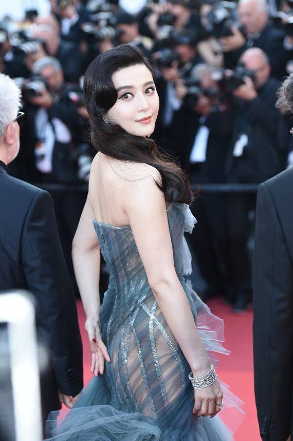 Phạm Băng Băng diện váy xuyên thấu ở lễ bế mạc Cannes