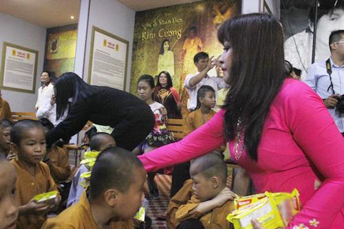 Phương Hồng Thủy tưởng nhớ soạn giả 'Máu nhuộm sân chùa'