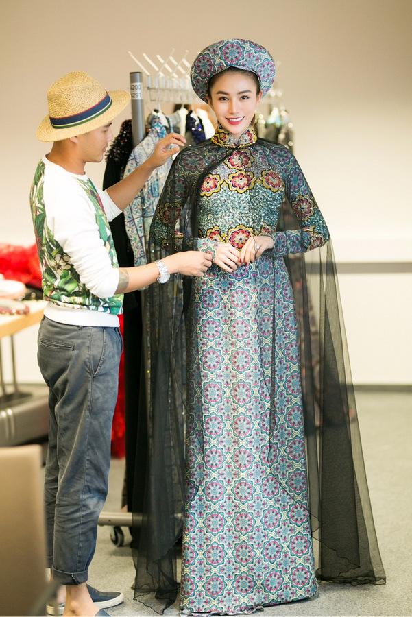 Ngọc Trinh mặc nội y tập catwalk cho 'Đêm hội chân dài'