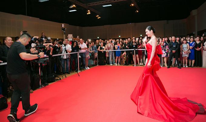 5 1497151262 680x0 Người đẹp khoe dáng trên thảm đỏ 'Đêm hội chân dài' ở Đức