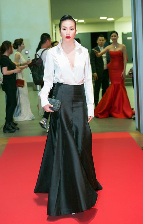 7 1497151262 680x0 Người đẹp khoe dáng trên thảm đỏ 'Đêm hội chân dài' ở Đức