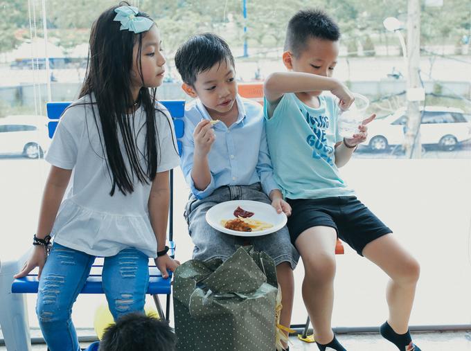 Hà Hồ - Cường Đôla tái hợp tổ chức sinh nhật con trai