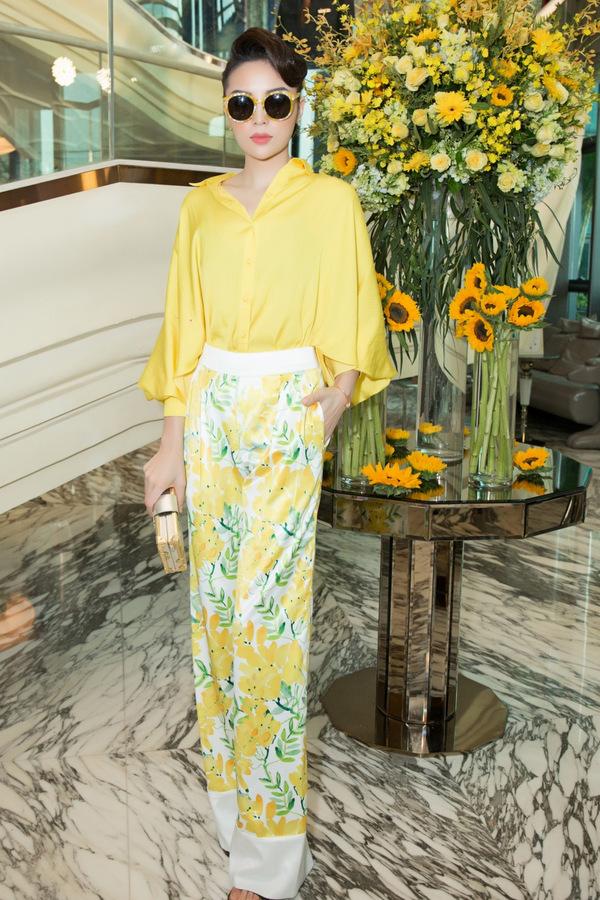 Hoa hậu Kỳ Duyên, Mỹ Linh đọ sắc với tông vàng