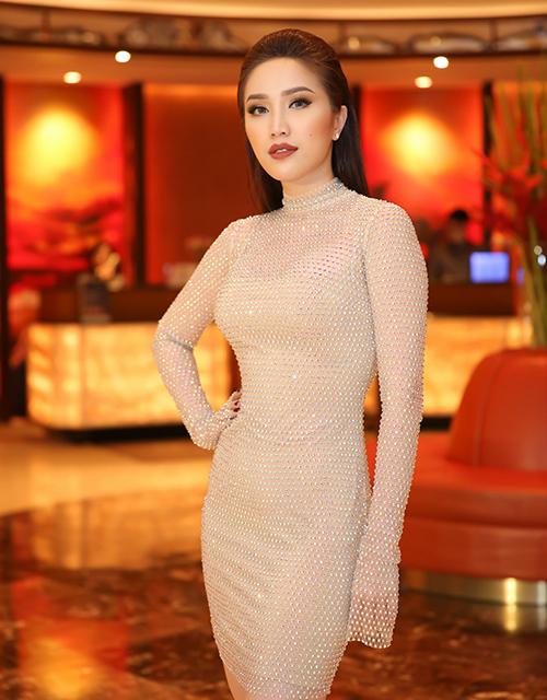 Hà Hồ, Phạm Hương trang điểm đẹp với son môi tươi trẻ