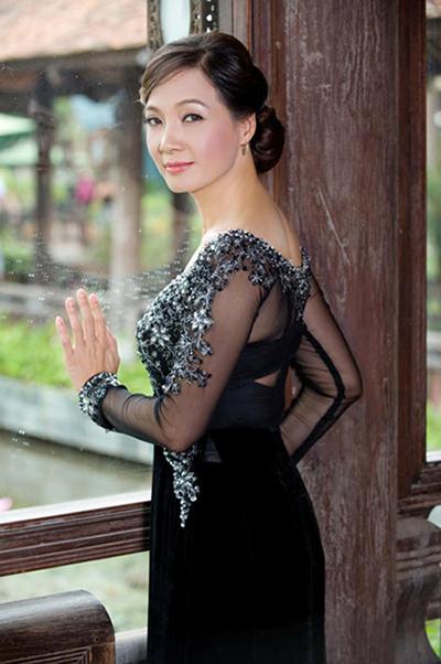 Nhan sắc Nghệ sĩ Nhân dân Lê Khanh qua thời gian - ảnh 3