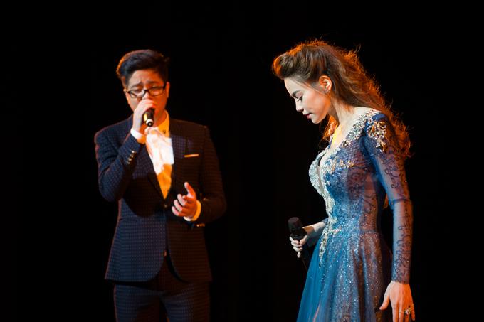 Hồ Ngọc Hà gợi cảm trên sân khấu hải ngoại