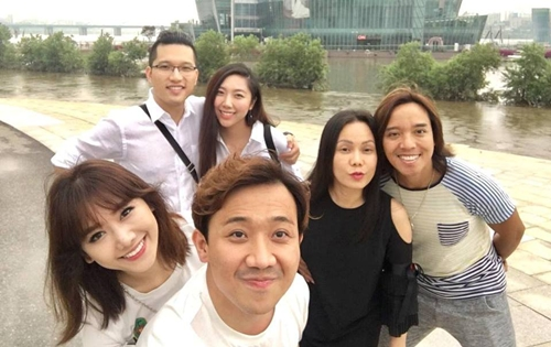 Trong chuyến đi kéo dài một tuần, hai cặp đôi đã đến thăm những điểm du lịch nổi tiếng như Hoàng Cung, thăm thú thủ đô Seoul.