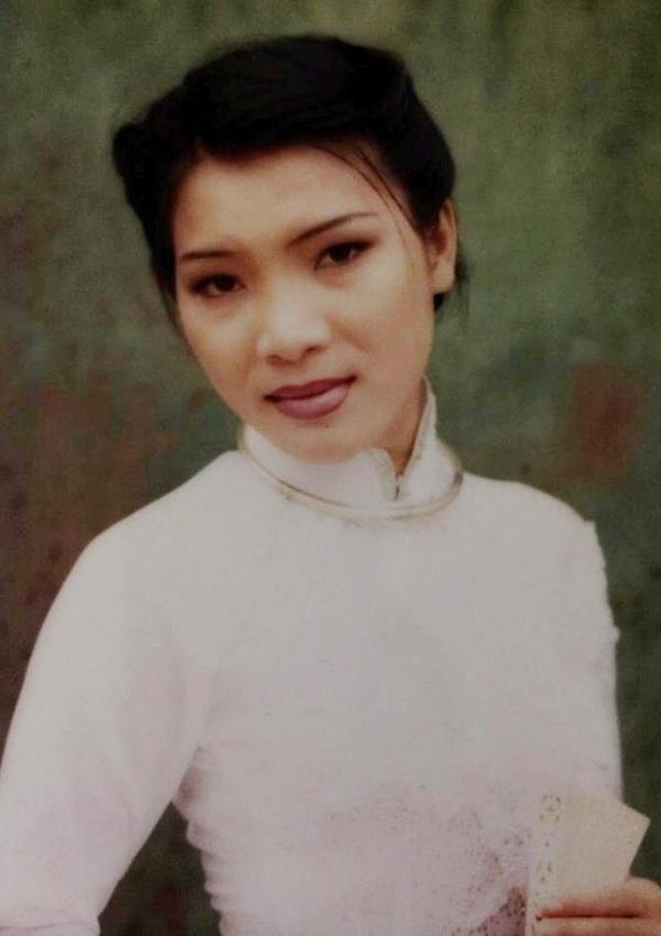 Hồng Ngọc - từ ca sĩ 'ngổ ngáo' đến bà mẹ ba con