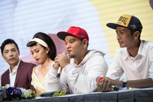 Phim có sự tham gia của nhóm hài online FAPtv (thứ nhất, thứ hai từ phải qua).