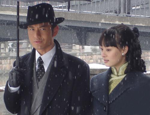 Tên tuổi Tôn Lệ lên tầm cao mới nhờ vai tiểu thư Phùng Trình Trình trong Tân Bến Thượng Hải, đóng cặp cùng Huỳnh Hiểu Minh.