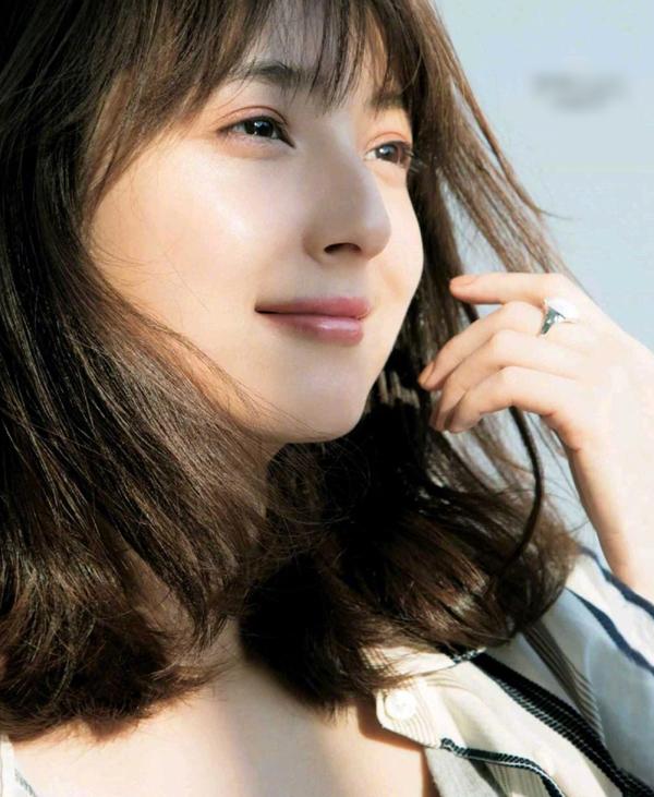 Sao: 'Mỹ nhân đẹp nhất Nhật Bản' khoe sắc với áo hoa